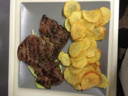Entrecôte, faux filet, côtes d'agneau, brochettes, merguez, méchoui, bœuf, poulet, saucisse, travers, cailles, couscous, petit déjeuner, croissant, tartines, beure, confitures,